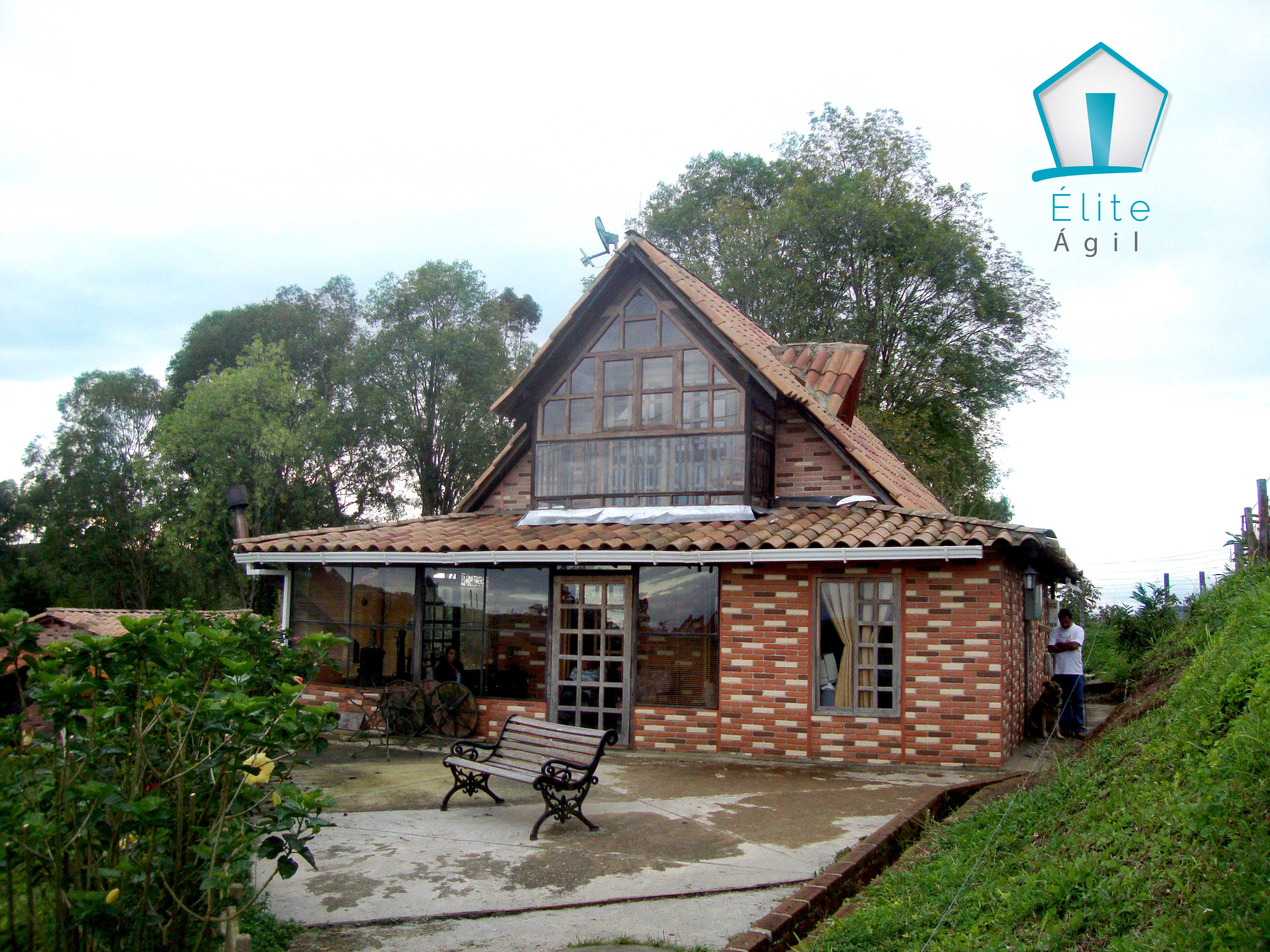 Construcci n moderna con casas prefabricadas econ micas for Construccion de albercas economicas